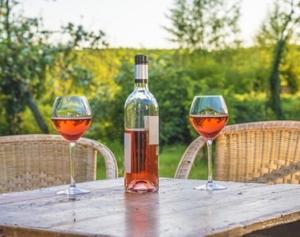 vinrose lacave table et 2 verres
